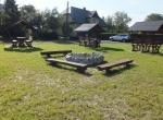 Zagospodarowanie terenu wokół stawu w Gąskowie - montaż elementów małej architektury